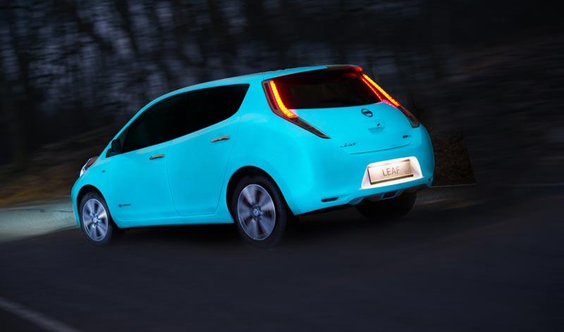 Vous en avez rêvé, une voiture qui brille la nuit?